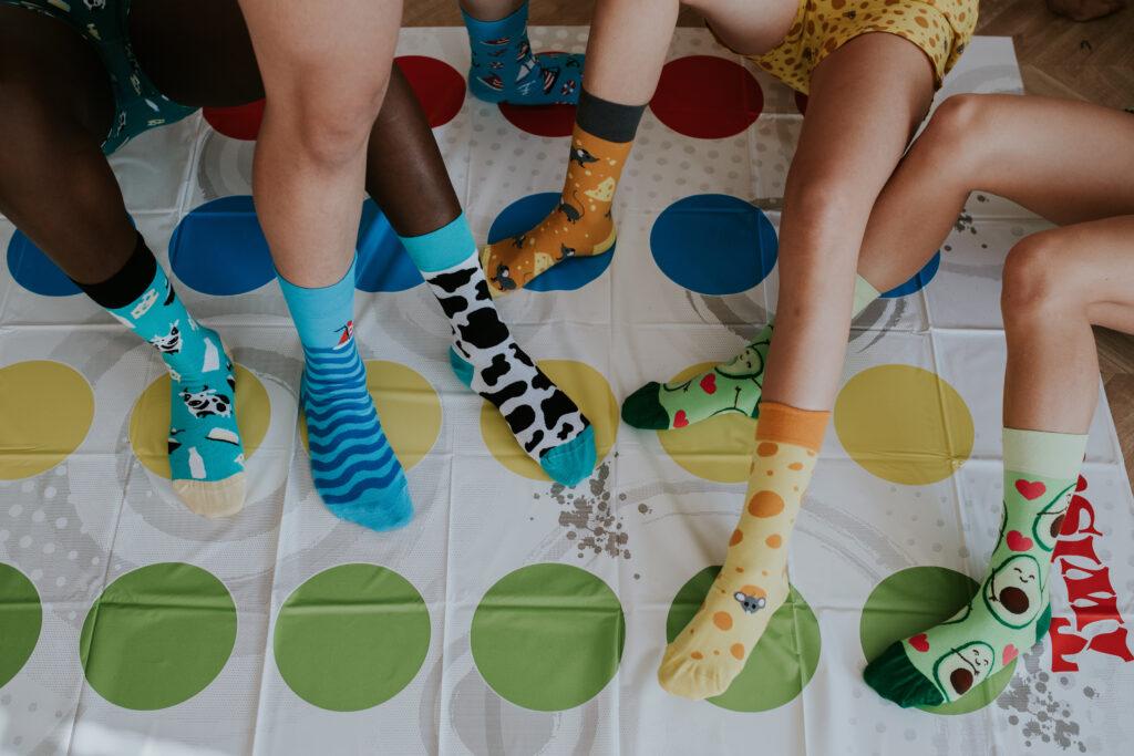 Bunte Socken zum Welt-Down-Syndrom-Tag